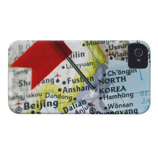 Trace el perno colocado en Corea del Norte en el Funda Para iPhone 4 De Case-Mate