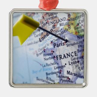 Trace el perno colocado en París, Francia en el Adorno Cuadrado Plateado
