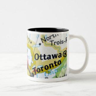 Trace el perno colocado en Toronto, Canadá en Taza De Dos Tonos