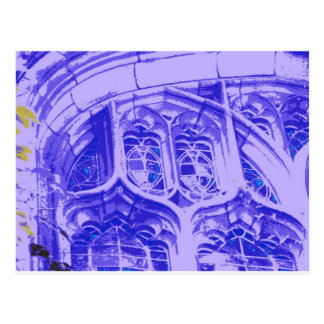 Tracery en púrpura en la capilla en enlace postales