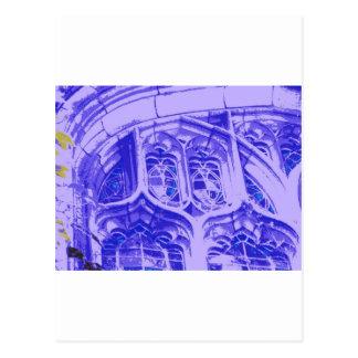 Tracery en púrpura en la capilla en enlace tarjeta postal