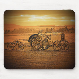 Tractor antiguo mousepads