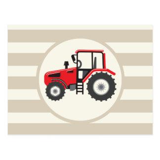 Tractor de granja rojo en rayas del moreno postales
