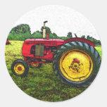 Tractor de granja rojo y amarillo pegatinas redondas