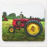 Tractor de granja rojo y amarillo tapete de ratones