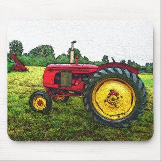 Tractor de granja rojo y amarillo alfombrilla de raton