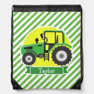 Tractor de granja verde con amarillo;  Verde y Mochila