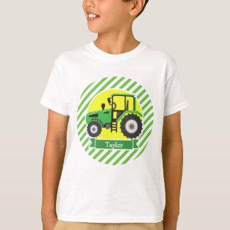 Tractor de granja verde con amarillo;  Verde y Playera