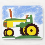 Tractor debajo del cielo azul tapete de ratones