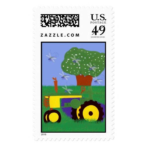 Tractor del pleno verano y sello de las libélulas