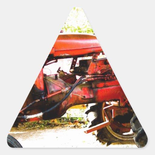 Tractor del rojo del vintage calcomanía triangulo