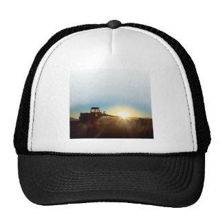 Tractor en el casquillo de la salida del sol gorros bordados