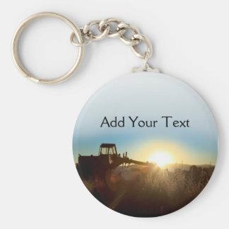 Tractor en el llavero de la salida del sol