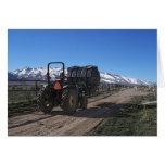 Tractor en el rancho tarjeta de felicitación