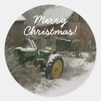 Tractor en el sello del sobre del navidad de la pegatina redonda