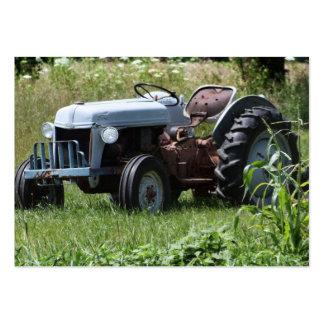 Tractor en un campo plantillas de tarjeta de negocio