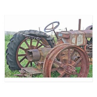 Tractor oxidado postales