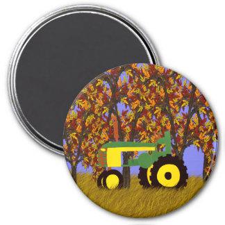 Tractor por los árboles 1 del otoño imán de frigorífico