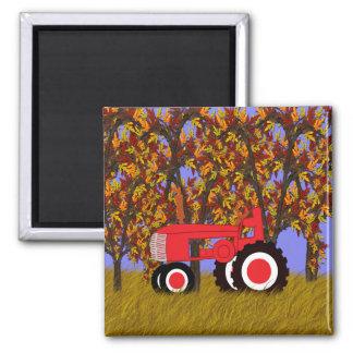 Tractor por los árboles 2 del otoño imán para frigorífico