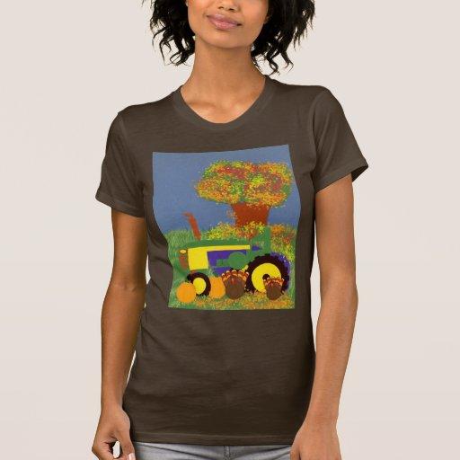 Tractor por los árboles y los pavos 1 del otoño camisetas