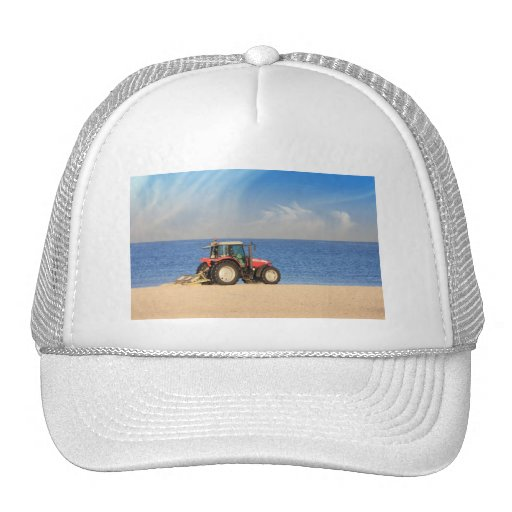 Tractor que limpia la playa gorras