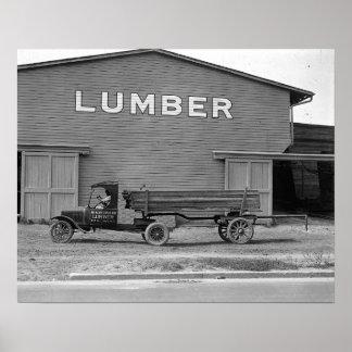 Tractor remolque temprano, 1925. Foto del vintage Póster