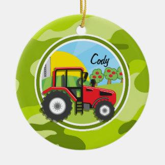 Tractor rojo; camo verde claro, camuflaje adorno navideño redondo de cerámica