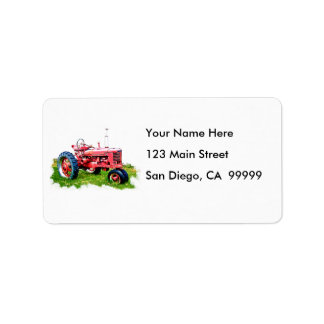 Tractor rojo del vintage en el campo etiqueta de dirección