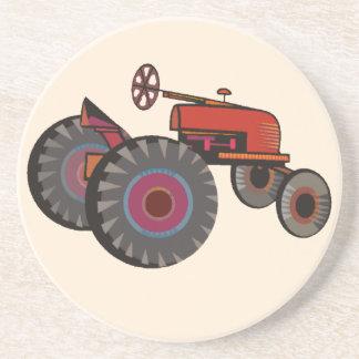 Tractor rojo en un práctico de costa de la piedra  posavasos personalizados