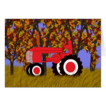 Tractor rojo por la tarjeta de los árboles del oto