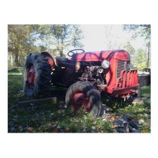 Tractor rojo retro tarjeta postal