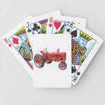 Tractor rojo viejo barajas de cartas