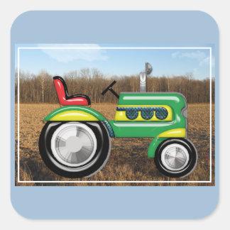 Tractor verde de Teriffic en los campos Pegatina Cuadrada