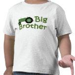 Tractor verde mayor de hermano camisetas