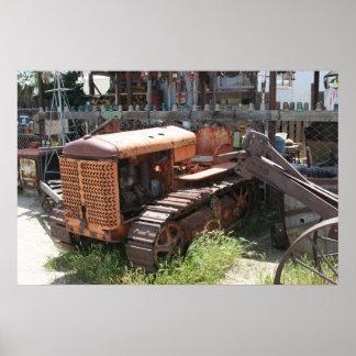Tractor viejo cansado póster
