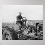 Tractor viejo de confianza, los años 30 posters
