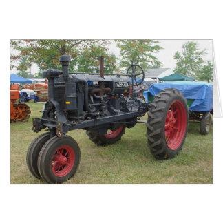 Tractor viejo del motor de gas tarjeta