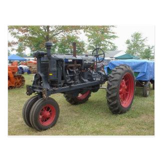 Tractor viejo del motor de gas postal