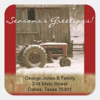 Tractor y sello del sobre del navidad del granero pegatina cuadrada