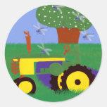 Tractores y libélulas etiquetas redondas