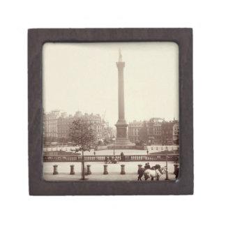Trafalgar Square, London (sepia photo) Premium Keepsake Boxes