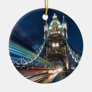 Tráfico del puente de la torre, Londres Adorno Navideño Redondo De Cerámica