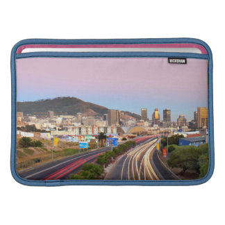 Tráfico en la autopista a Cape Town, Western Cape Fundas MacBook