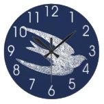 Trago azul y blanco del vuelo relojes de pared