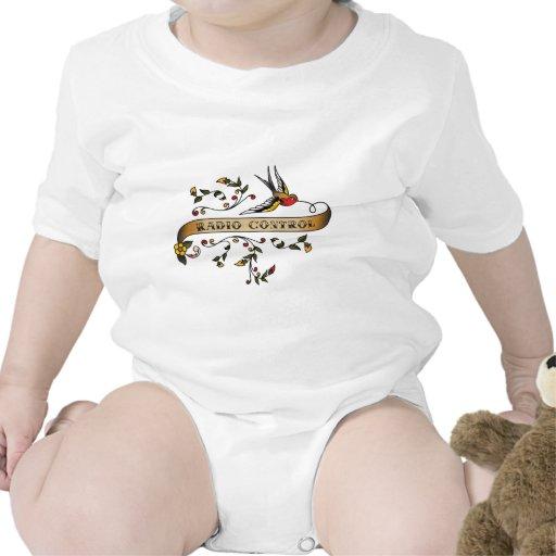 Trago y voluta con el control de radio traje de bebé