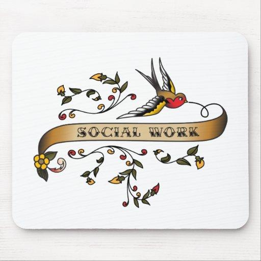 Trago y voluta con el trabajo social alfombrillas de ratón