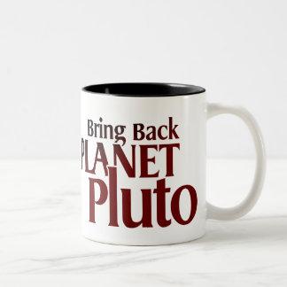 Traiga detrás la taza de Plutón del planeta