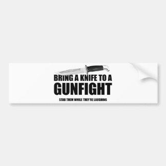Traiga un cuchillo a un tiroteo pegatina para auto