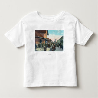 Train Passengers De-Boarding T Shirt