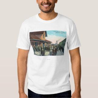 Train Passengers De-Boarding T-Shirt
